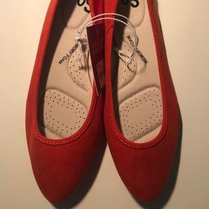 Womens SO Hitide Pointed Toe Flats Size 8. Koi Red
